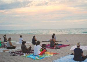 Yoga sur la plage St cast-le-guildo